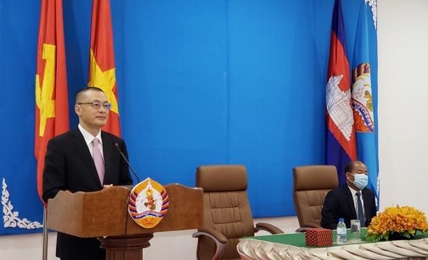 越共中央对外部向柬埔寨人民党捐赠3万只防疫口罩 hinh anh 2
