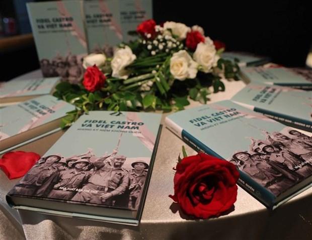 《菲德尔·卡斯特罗和越南——难忘的纪念》一书问世 hinh anh 1