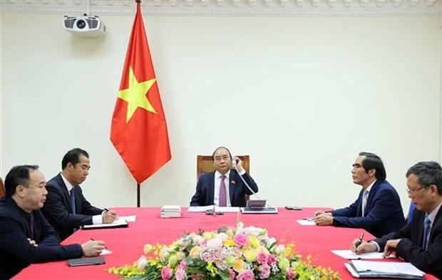 ASEAN 2020:政府总理阮春福与老挝总理通伦·西苏里通电话 hinh anh 1