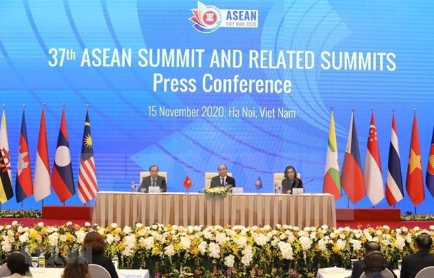 ASEAN 2020:政府总理阮春福主持新闻发布会 公布第37届东盟峰会和系列会议成果 hinh anh 1