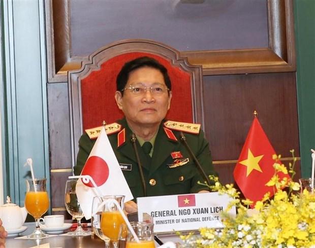 越南国防部长吴春历与日本防卫大臣岸信夫举行电话会谈 hinh anh 1