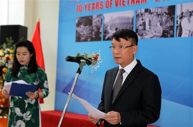 庆祝越保两国建交70周年的图片展亮相河内 hinh anh 2