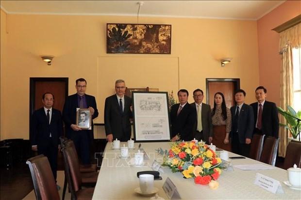 法国驻越南大使向林同省赠送保大3号避暑行宫设计图的数字化副本 hinh anh 1