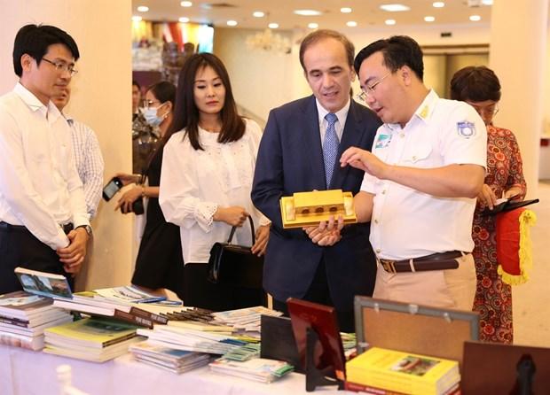 """""""2020年游历过越南各文化遗产之地""""展览会在河内正式开幕 hinh anh 2"""