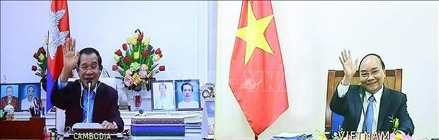 越南政府总理阮春福与柬埔寨首相洪森举行视频会谈 hinh anh 1