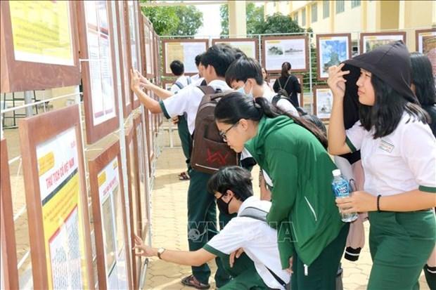 """""""黄沙、长沙归属越南--历史证据和法律依据""""地图资料展在平顺省举行 hinh anh 1"""