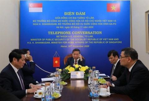 越南公安部与新加坡内政部长兼律政部促进合作关系 hinh anh 1