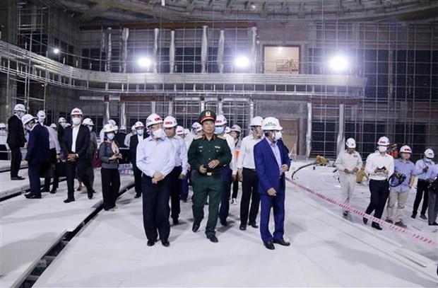 越南政府副总理兼外长范平明会见老挝领导人 hinh anh 2