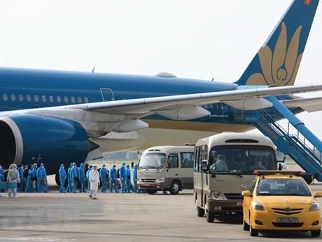 交通运输部:有机组人员和空乘人员违反隔离规定的航空公司将面临停止执行国际航班的制裁 hinh anh 1