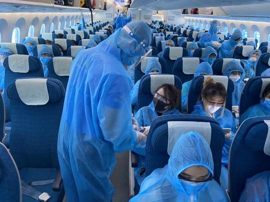 交通运输部:有机组人员和空乘人员违反隔离规定的航空公司将面临停止执行国际航班的制裁 hinh anh 2