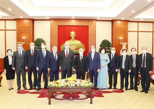 越共中央总书记、国家主席阮富仲会见俄罗斯驻越大使弗努科夫 hinh anh 2