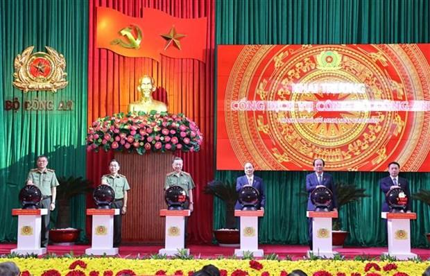 越南政府总理阮春福出席第76次全国公安会议开幕式 hinh anh 2