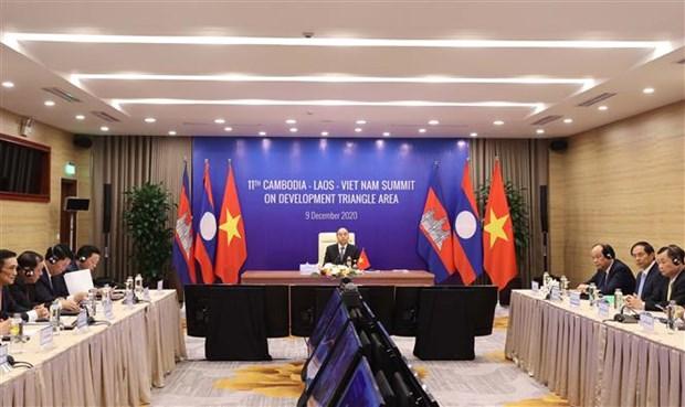阮春福出席第11届柬老越发展三角区合作峰会 hinh anh 2