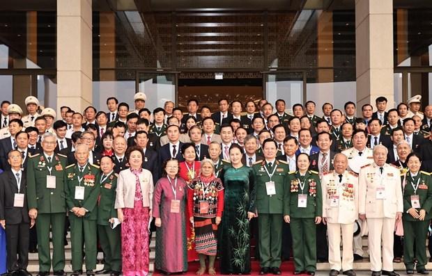 越南国会主席阮氏金银会见第十次全国爱国竞赛大会参会代表 hinh anh 1