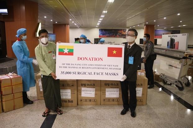 越南向缅甸捐赠防疫口罩 携手共克时艰 hinh anh 1