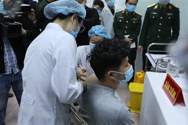 越南新冠疫苗开始人体注射试验 hinh anh 1