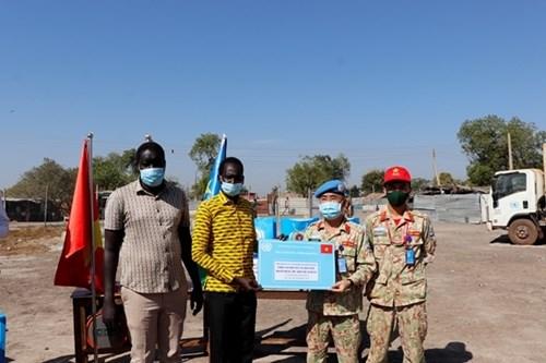 来自在南苏丹执行任务的越南野战医院之特殊礼物 hinh anh 1