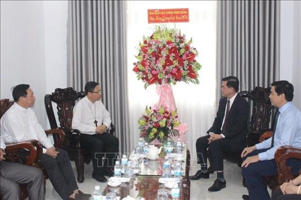 2020年圣诞节:越共中央民运部领导人走访慰问潘切市教区 hinh anh 1
