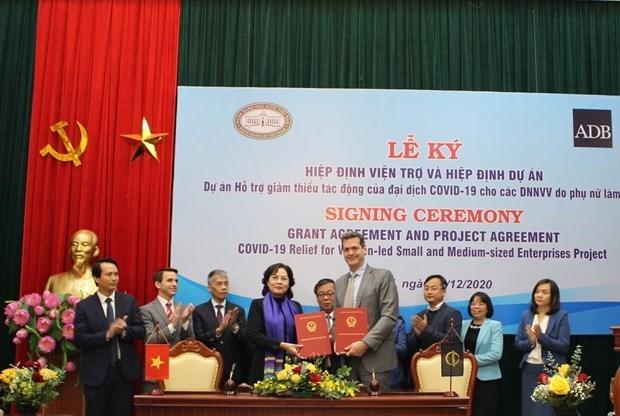 ADB向越南女性领导中小企业提供500万美元的无偿援助 hinh anh 1