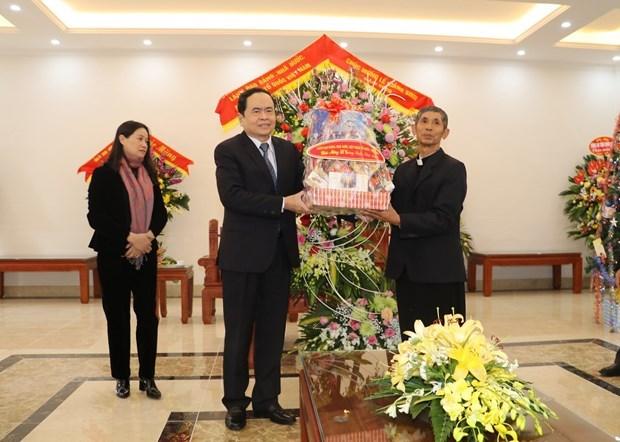 越南祖国阵线中央委员会主席陈青敏拜访发艳主教座堂 hinh anh 1