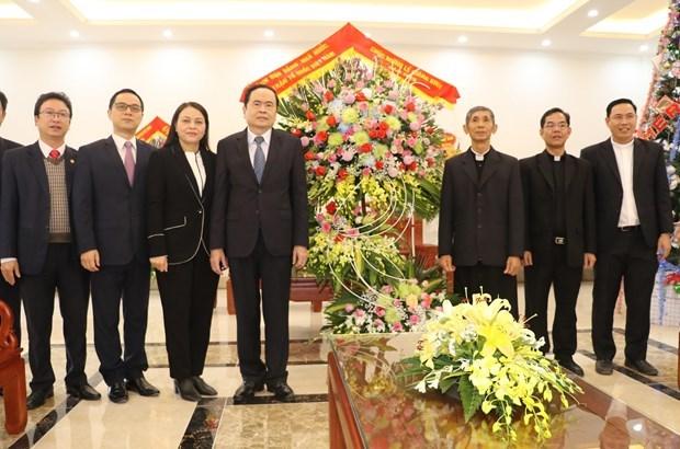 越南祖国阵线中央委员会主席陈青敏拜访发艳主教座堂 hinh anh 2