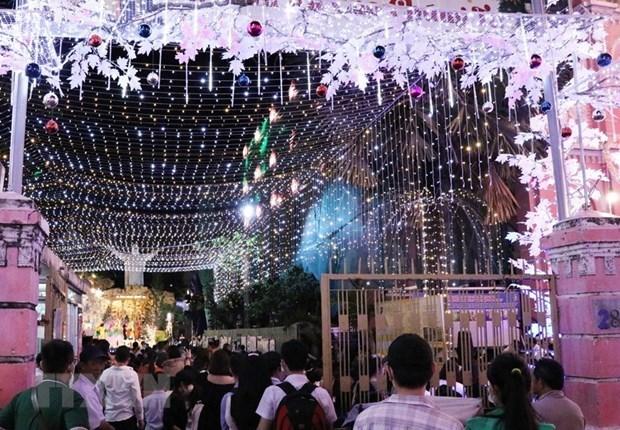 越南各地欢度圣诞节 到处都洋溢着圣诞气氛 hinh anh 2