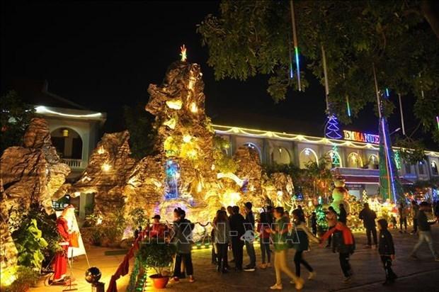 越南各地欢度圣诞节 到处都洋溢着圣诞气氛 hinh anh 3