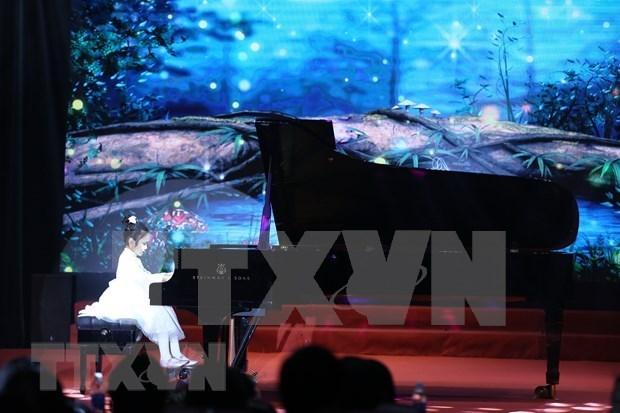 """2021新年晚会暨""""国际友谊艺术节""""颁奖仪式在河内举行 hinh anh 2"""
