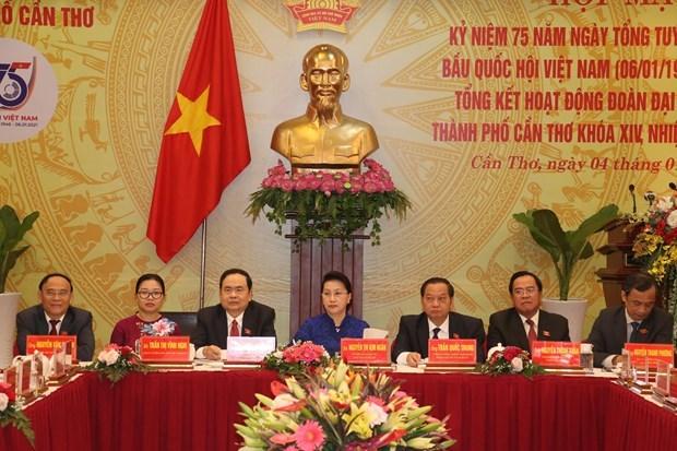 国会主席阮氏金银出席芹苴市越南国会第一个大选日75周年庆典 hinh anh 1