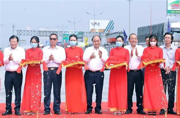 阮春福出席南部各重点高速公路项目动工仪式和技术通车仪式 hinh anh 3