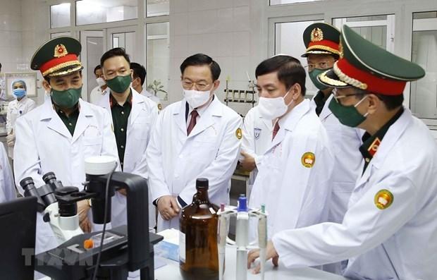 越南国会主席王廷惠探访军医学院 hinh anh 1