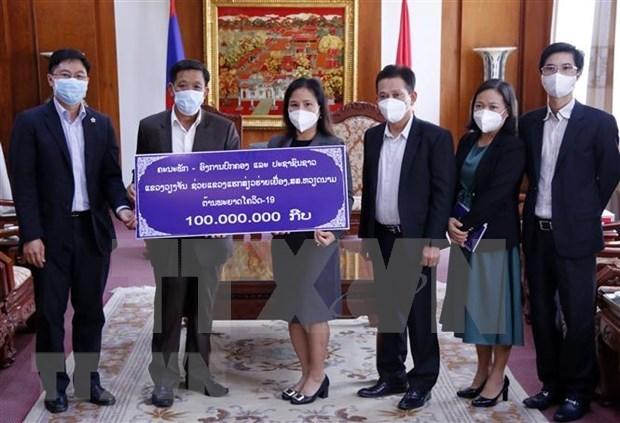 老挝人民继续与越南政府和人民携手抗击新冠肺炎疫情 hinh anh 1
