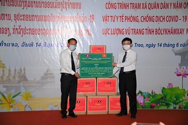 越南义安省向老挝移交军民医疗站 hinh anh 1