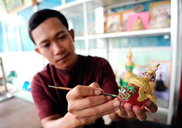 对高棉族文化保护工作充满热情的年轻艺人 hinh anh 1