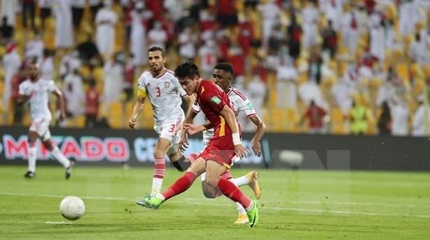 2022年卡塔尔世界杯亚洲区预选赛:越南队2比3输给阿联酋队 依然挺进世预赛亚洲区12强赛 hinh anh 1