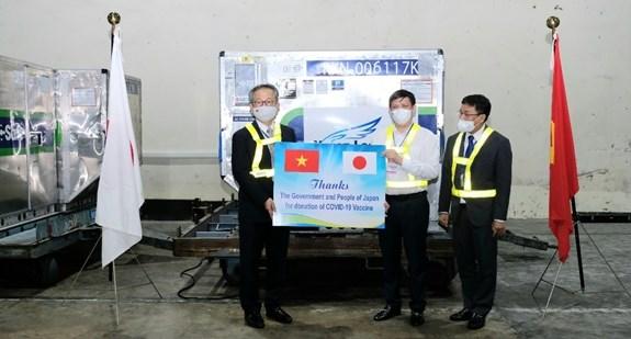 日本政府赠予的近100万剂疫苗已运抵内排机场 hinh anh 2