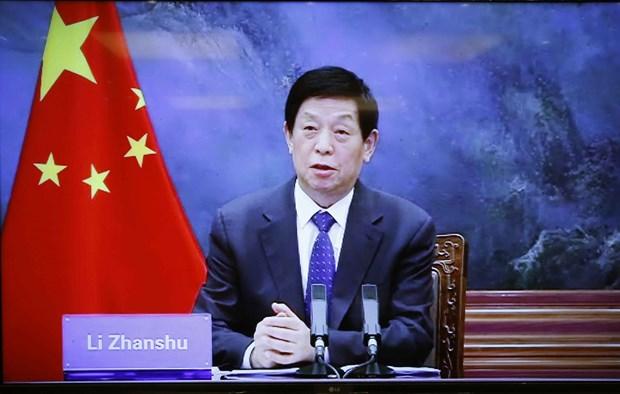 越南国会主席王廷惠与中国全国人大常委会委员长栗战书举行视频会谈 hinh anh 2