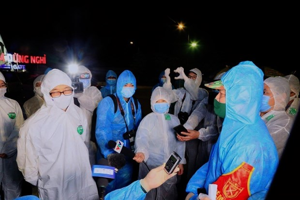 阮春福赞扬新闻媒体在新冠肺炎疫情防控阻击战中的重要作用 hinh anh 2
