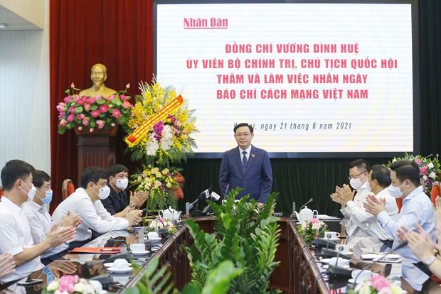 越南国会主席王廷惠走访人民报祝贺革命新闻日 hinh anh 2
