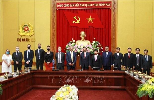 促进英国执法部门与越南公安部的合作关系 hinh anh 1
