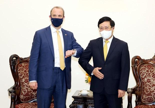 越南政府副总理范平明:越南愿为英国企业在越扩大投资范围创造一切便利条件 hinh anh 2