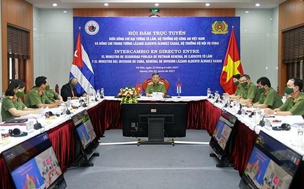 越南公安部长与古巴内务部长举行会谈 hinh anh 1