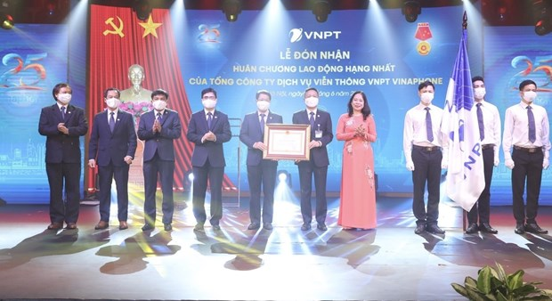 VNPT-Vinaphone电信服务总公司荣获一等劳动勋章 hinh anh 2