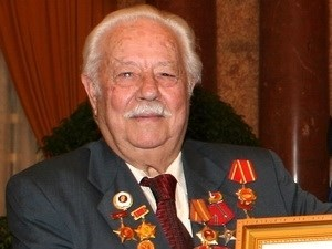 告别越南人民武装力量英雄阮文立Kostas Sarantiris hinh anh 2