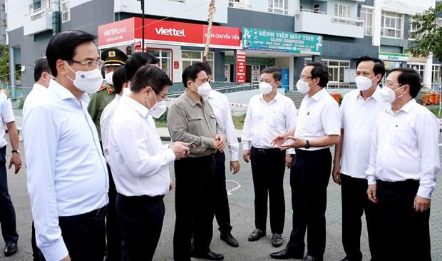越南政府总理范明政赴胡志明市视察疫情防控工作 hinh anh 1