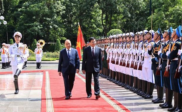 越南国家主席阮春福与夫人主持仪式欢迎老挝党中央总书记、国家主席访越 hinh anh 2