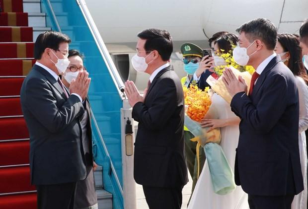 老挝人民革命党中央总书记、国家主席抵达首都河内开始对越南进行正式友好访问 hinh anh 1