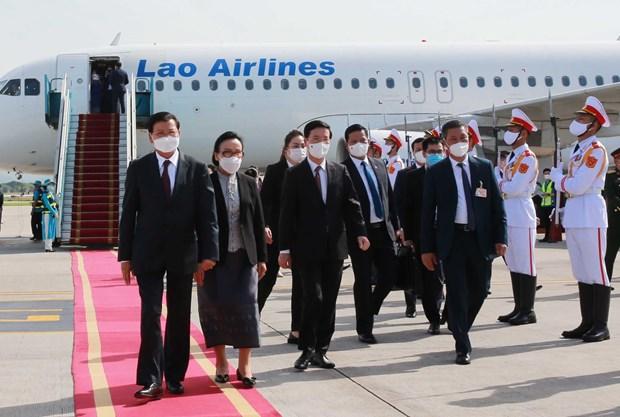 老挝人民革命党中央总书记、国家主席抵达首都河内开始对越南进行正式友好访问 hinh anh 2