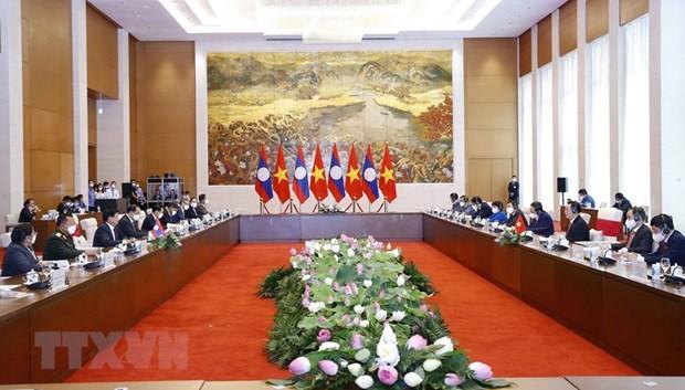 越南国会主席王廷惠会见老挝人民革命党总书记、国家主席通伦 hinh anh 2