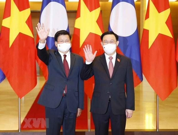 越南国会主席王廷惠会见老挝人民革命党总书记、国家主席通伦 hinh anh 1